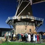 Op de vleugels van de wind spelers bij de molen