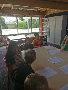 Oefenen met het kinderkoor van OBS de Woert
