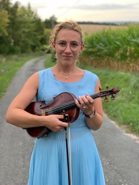 Hilde Kruimink, speelt viool in De Toorn van Thunaer