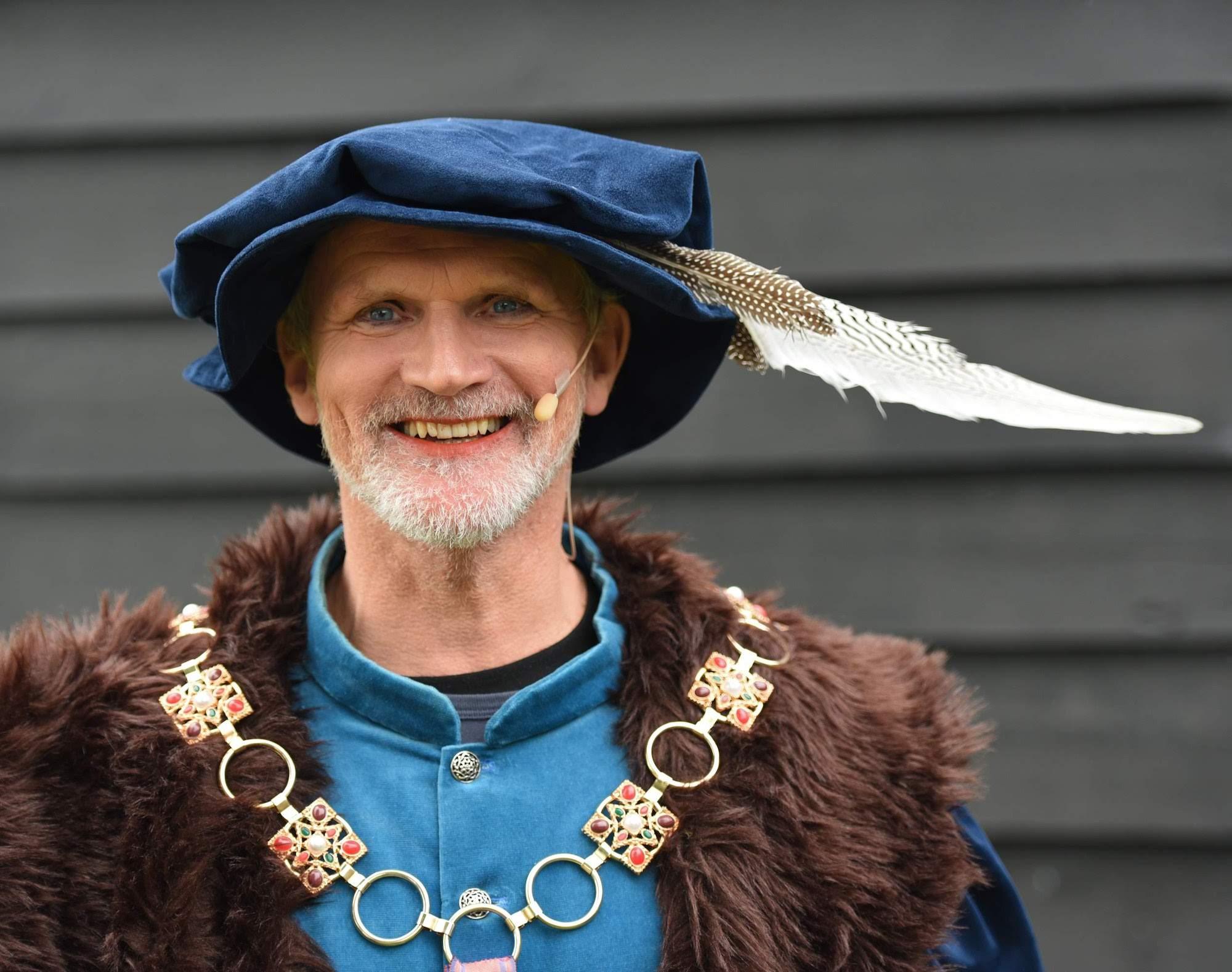 Gienus Woldring als Heer Harmannus in De Toorn van Thunaer